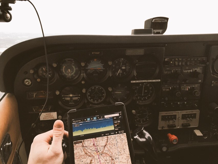 how fast does a cessna 172 fly